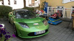 Ein Tesla Roadster an der E-Tankstelle beim Bräustüberl Zwiesel